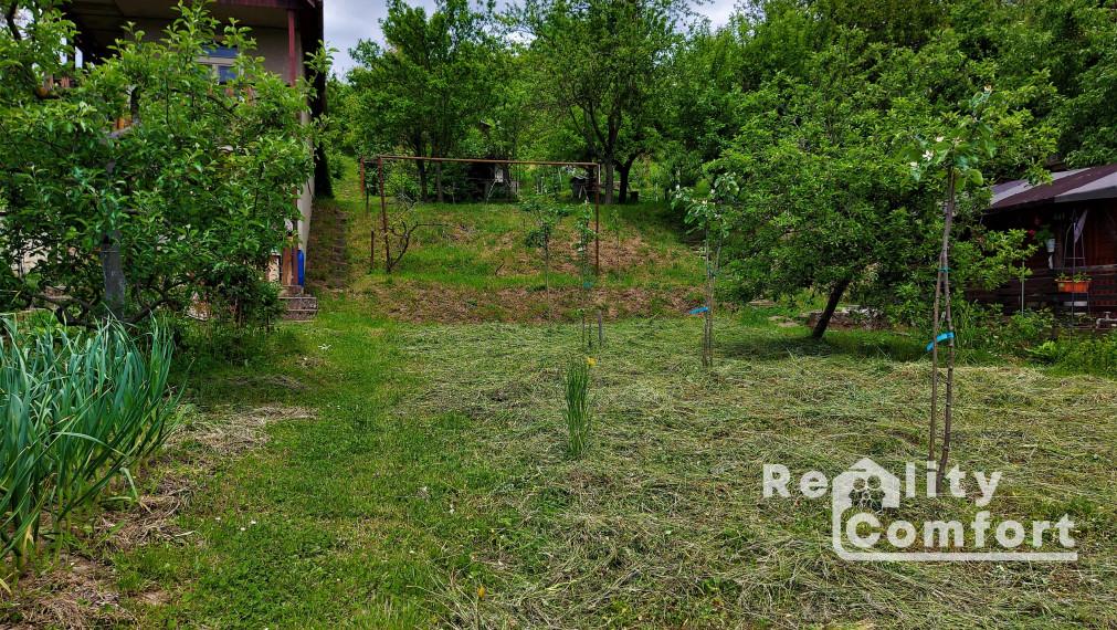 Záhrada (650 m2) s podpivničenou chatkou